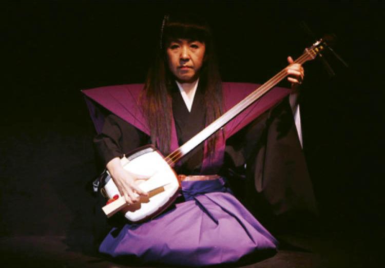 Musician Yumiko Tanaka accompanies the puppet theater.