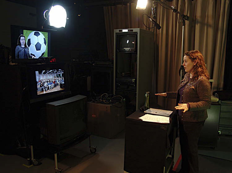 Being There Arielle Levine presents a Distance Learning lesson from the museum studio.