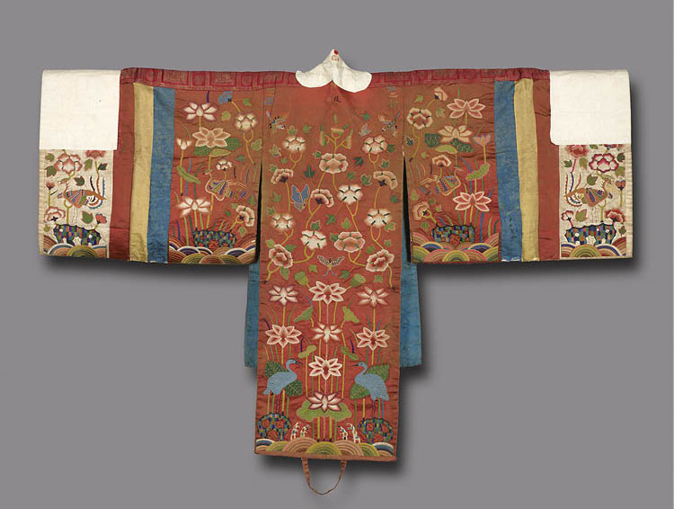 Wedding Gown late 1800s. Korea, Joseon dynasty (1392–1910). Embroidery on silk with paper. The Cleveland Museum of Art, Worcester R. Warner Collection, 1918.552