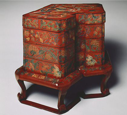 Tiered Food Box with Stand, late 1700s. Japan, Edo period (1615–1868). Red lacquer over wood core, with litharge painting and engraved gold designs (Ryukyuan); 53 x 68 cm. The Cleveland Museum of Art, Purchase from the J. H. Wade Fund, 1989.5.a–b