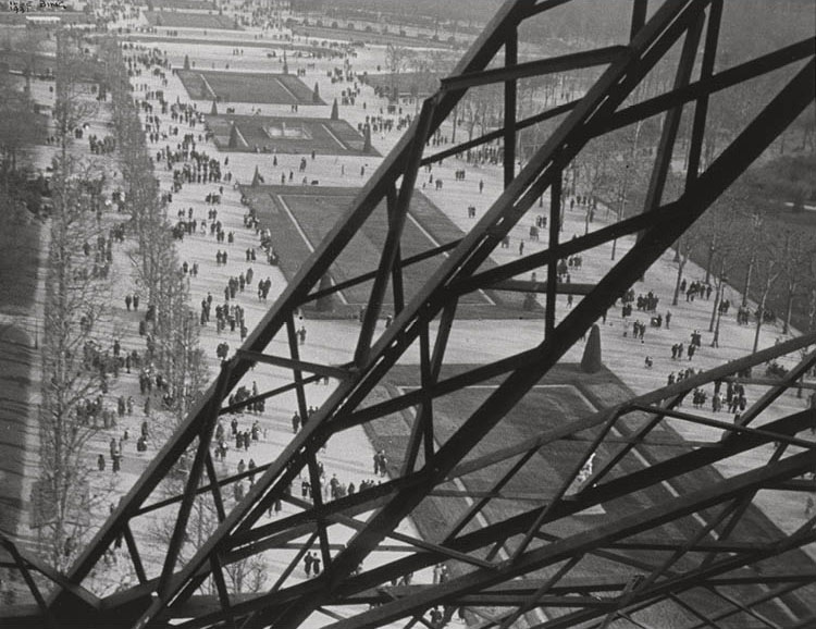 Champ de Mars from the Eiffel Tower 1931, printed 1950s. Ilse Bing. Gelatin silver print, ferrotyped; 20.3 x 27.9 cm. The A. W. Ellenberger Sr. Endowment Fund, 2019.179. © Estate of Ilse Bing