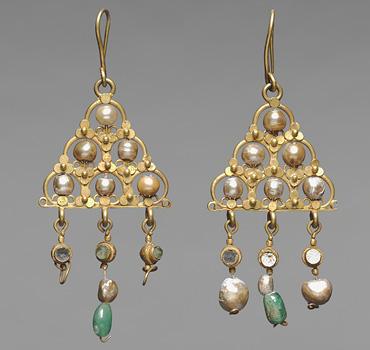 Earrings, 600s. Byzantium. 1947.178.a–b