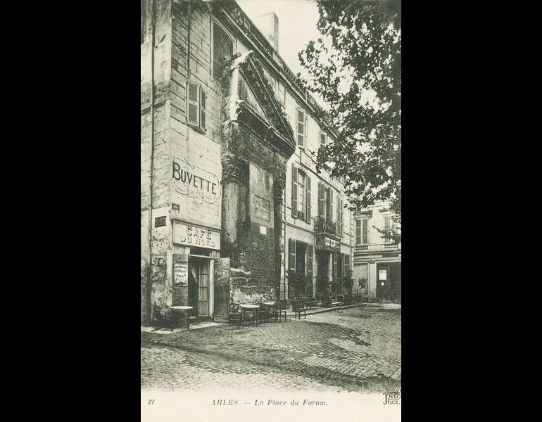 Van Gogh and Cezanne traveled to Brittany (Bretagne) for inspiration. Via postcard: La Place du Forum. Arles. IML 958805