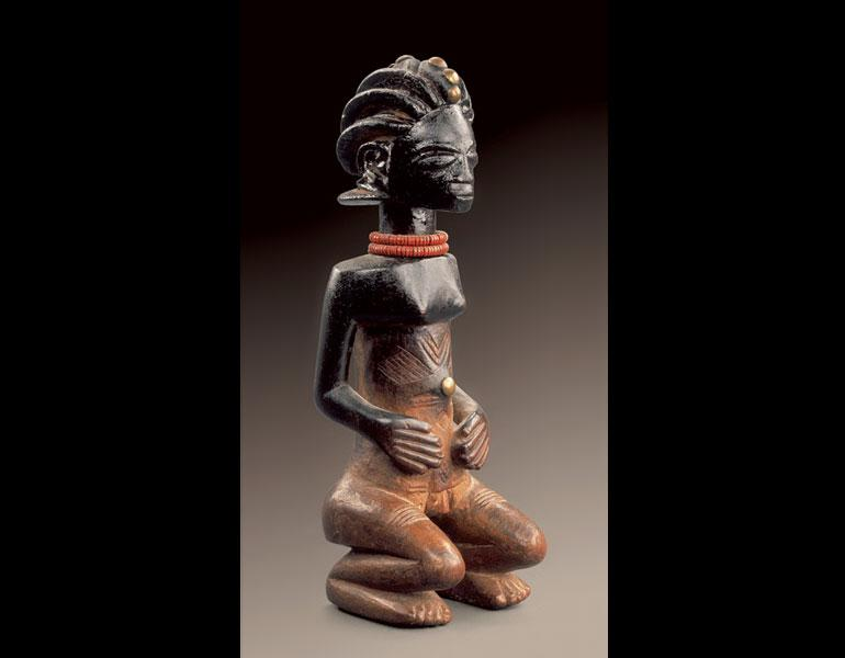 Female figure. Luba, D.R.C. Wood, beads, brass tacks; h. 26.5 cm. Collection Guy Porré and Nathalie Chaboche. Photo: © Hughes Dubois, Brussels/Paris