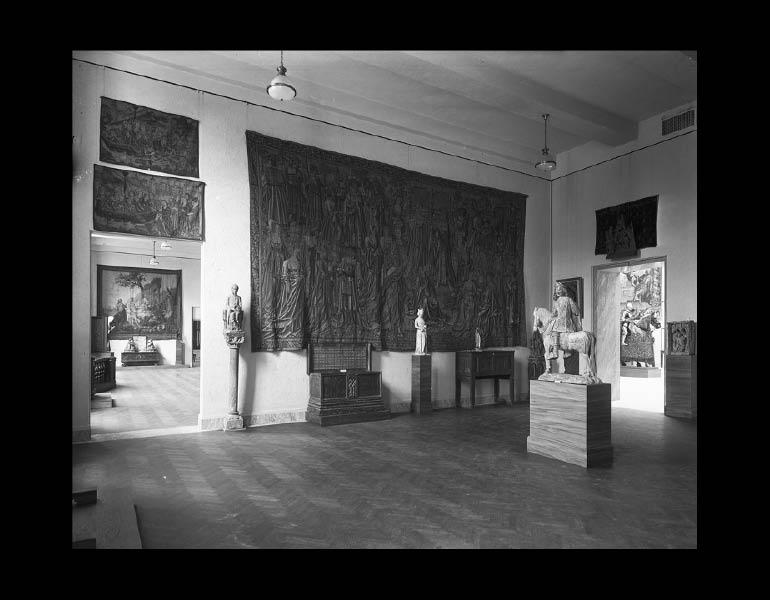 Gallery II - Gothic Art. IML 963829
