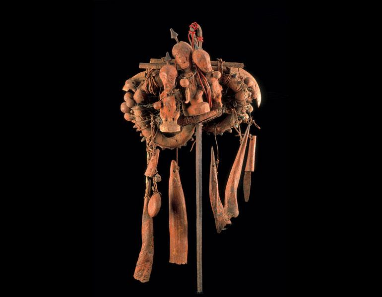 Assemblage of three figures. Songye or Luba-Kasai, D.R.C. Wood, claws, horns, pelts, metal, seeds; h. 78 cm. Felix Collection. Photo: © Dick Beaulieux, Brussels