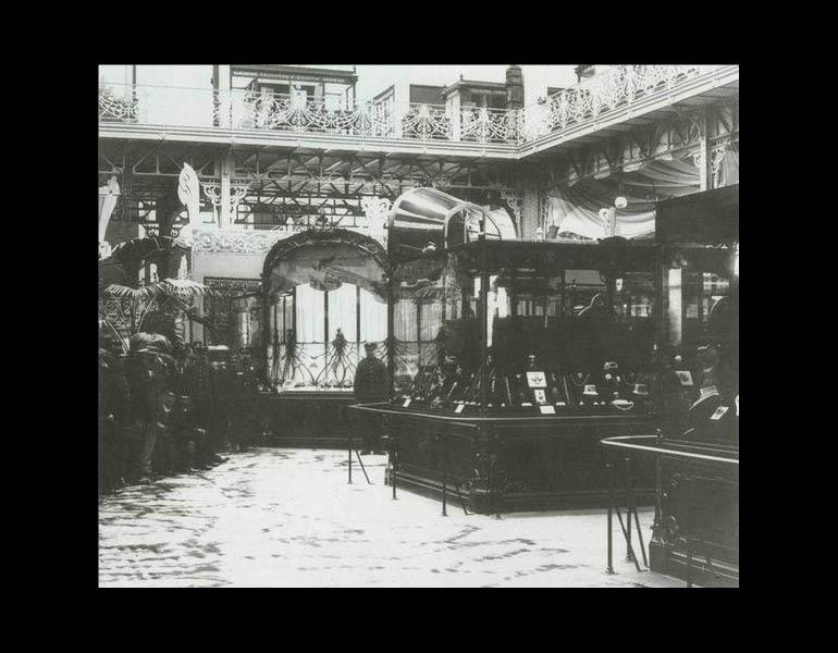 Lalique display at Exposition Universelle, 1900.