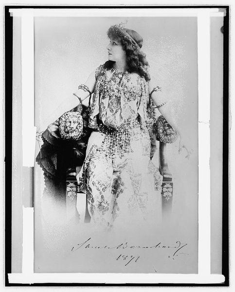 Sarah Bernhardt, 1891. National Photo Company Collection, Library of Congress Prints and Photographs Division Washington, D.C. 20540 USA, [LC-DIG-npcc-31496].