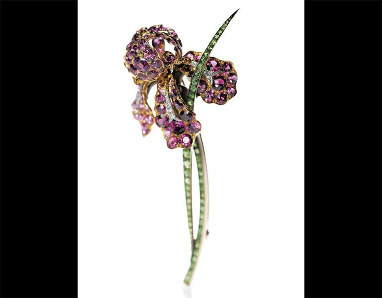 Iris Brooch, c. 1900–1901. Tiffany & Co. (American, 1837–present), Paulding Farnham (American, 1859–1927), designer. Pink tourmalines, green garnet, platinum. Primavera Gallery, NY, Photo: Howard Agriesti, The Cleveland Museum of Art