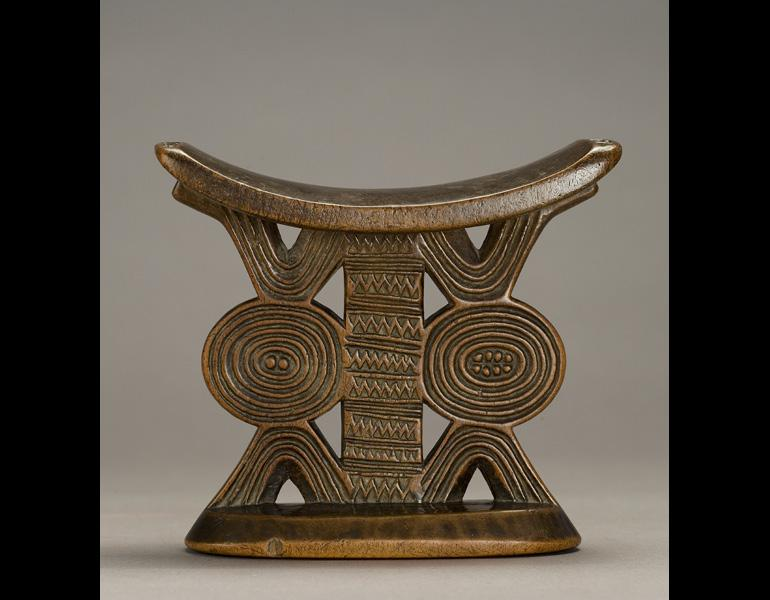 Headrest, 1800s–1900s. Zimbabwe, Shona people. Wood; h. 14 cm. Private Collection. Photo: © James Worrell