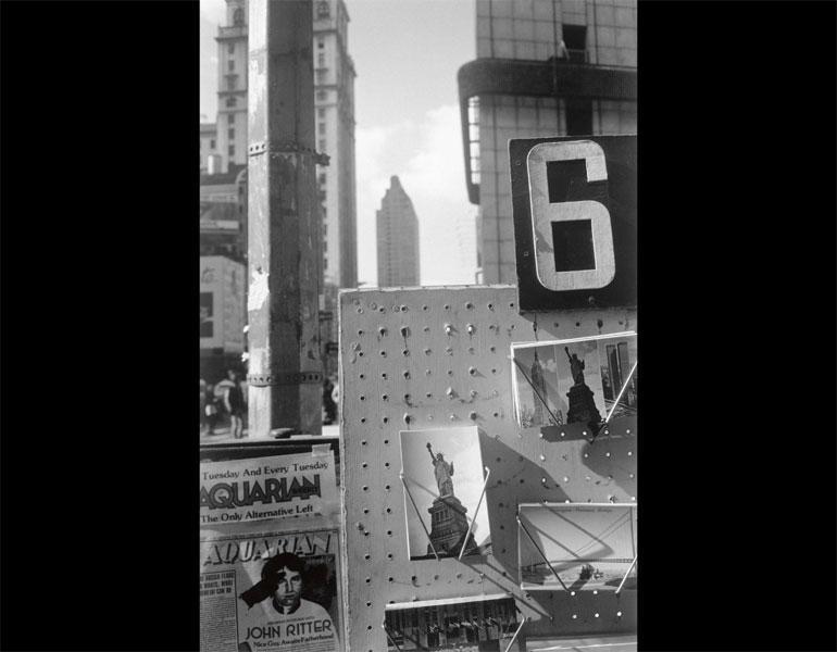 New York City, 1980. Lee Friedlander (American, born 1934). Gelatin silver print; 47.3 x 31.5 cm. The Museum of Modern Art, New York, The Family of Man Fund. © 2009 Lee Friedlander