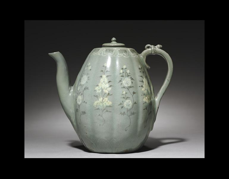 Pitcher with Cover, 1100s–1200s. Korea, Goryeo period. Pottery; diam. 14.3 cm. Gift of John L. Severance 1917.357.a–b