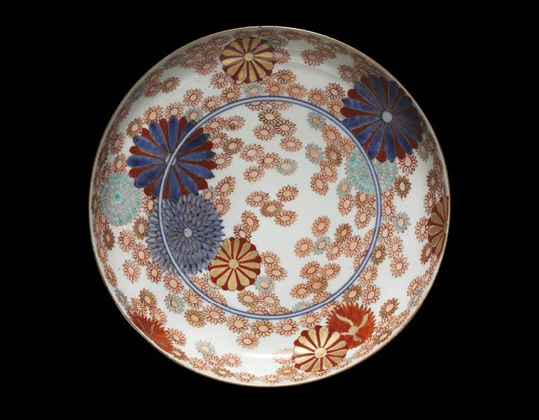 Dish with Chrysanthemums and Marigolds: Ko Imari Type, 1700s. Japan, Edo period. Porcelain with underglaze blue and overglaze enamel and gold decoration; diam. 21.1 cm. Severance and Greta Millikin Collection 1964.265