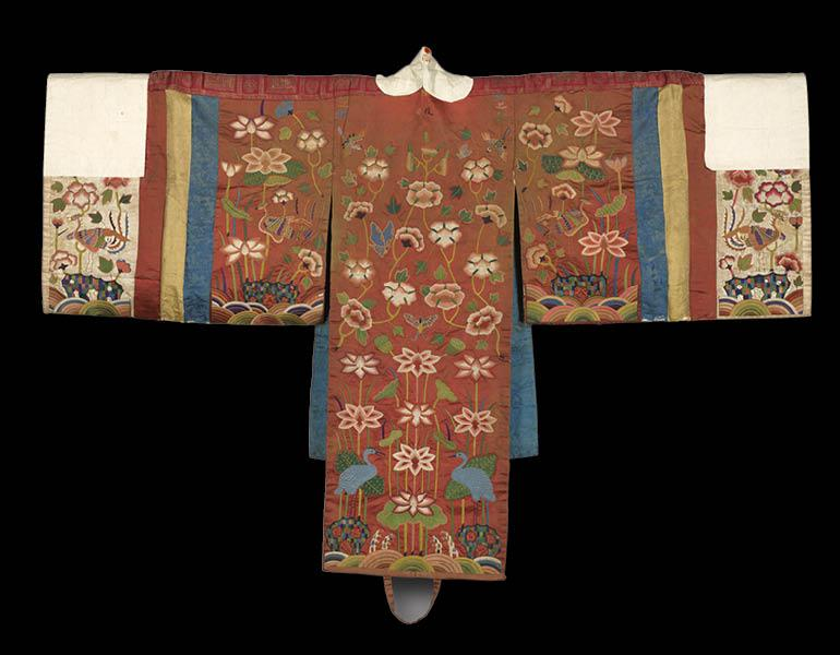Bride's Robe, 1700s. Korea. Silk embroidery on silk and paper; 114.3 x. 174 cm. The Worcester R. Warner Collection 1918.552