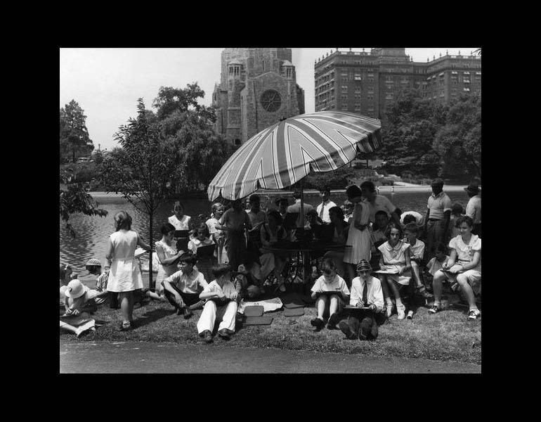 Outdoor sketching class in the Fine Arts Garden, summer 1933. Photograph Collection, CMA Archives.