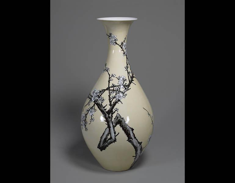 Large Vase with Plum Tree Design in Iron Brown under Yellow Glaze, 1892 (Meiji 25). Miyagawa Ko ̄zan I (1842–1916). Porcelain; h. 57.2 cm, diam. 14.5 cm (mouth) and 25.8 cm (body) Tokyo National Museum, g- 139. Important Cultural Property