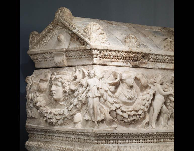 Garland Sarcophagus (detail), AD 150–80. Roman (Asia Minor). Dokimeion marble; 83.5 x 143.4 x 69.9 cm. The Walters Art Museum, Baltimore 23.29 © The Walters Art Museum, Baltimore