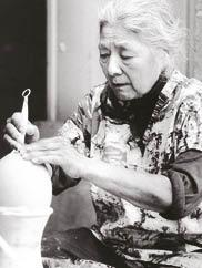 Toshiko in her studio, Quakertown, New Jersey. Photograph by Andrea Baldeck.